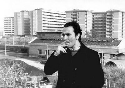 Manuel Puig no dejó de fumar y de mira