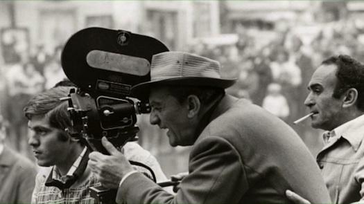 Luchino Visconti dirigiendo la adaptación