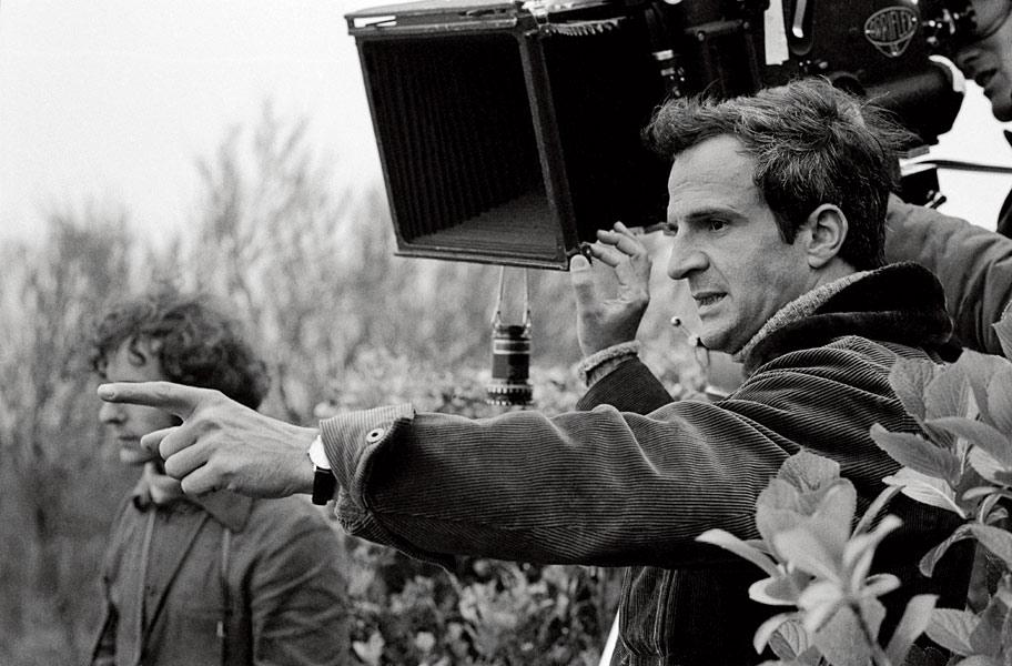 """""""No hago mis películas pensando en un público intelectual; son películas para todo el mundo, creo. Son películas que pretenden ser populares; intentan interesar al espectador por cosas pertenecientes al ámbito de los sentimientos, de las emociones y de la afectividad"""". Foto Tomada de:"""