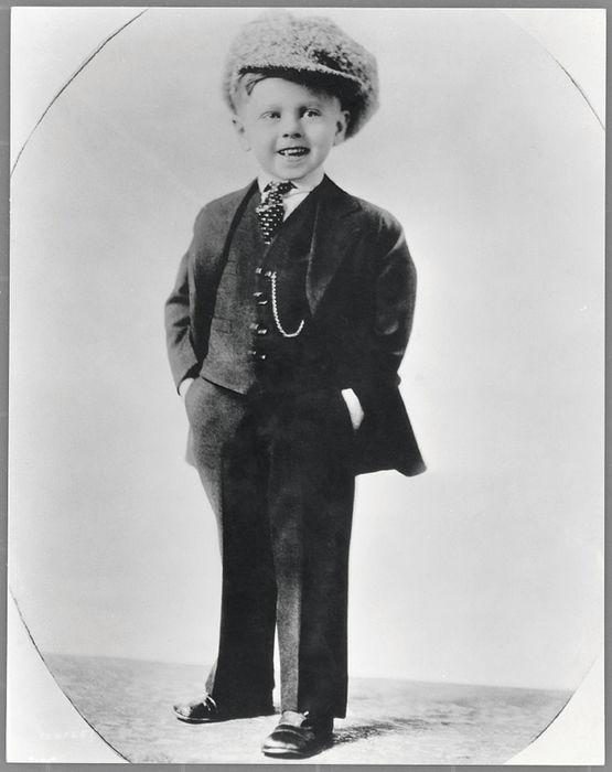 Mickey Rooney cuando fue creciendo se fue poniendo más rudo. Tomada de: