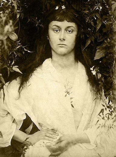 Alice Liddell por Julia Margaret Cameron,  1872 (venetianred.net).