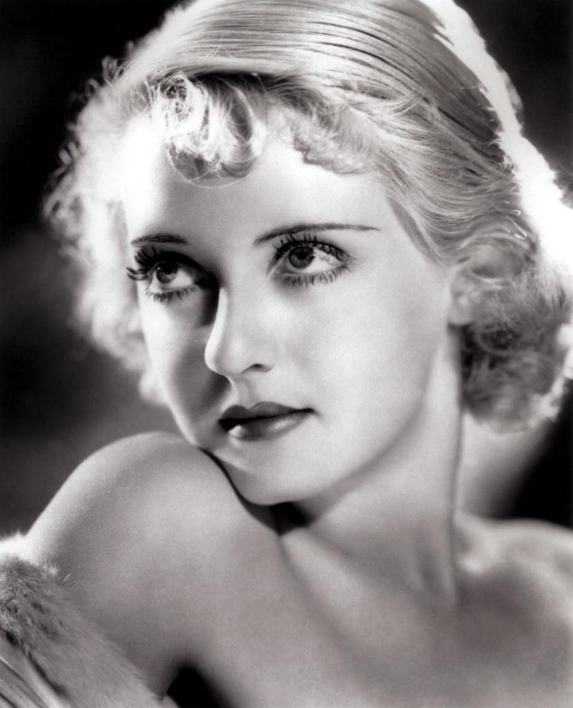 He llegado a la cumbre a fuerza de mucho arañar e incluso habría recurrido al asesinato para conseguirlo. Bette Davis.