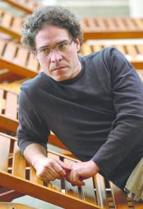 Rodrigo Rey Rosa (foto tomada de: revistaenie.clarin.com).