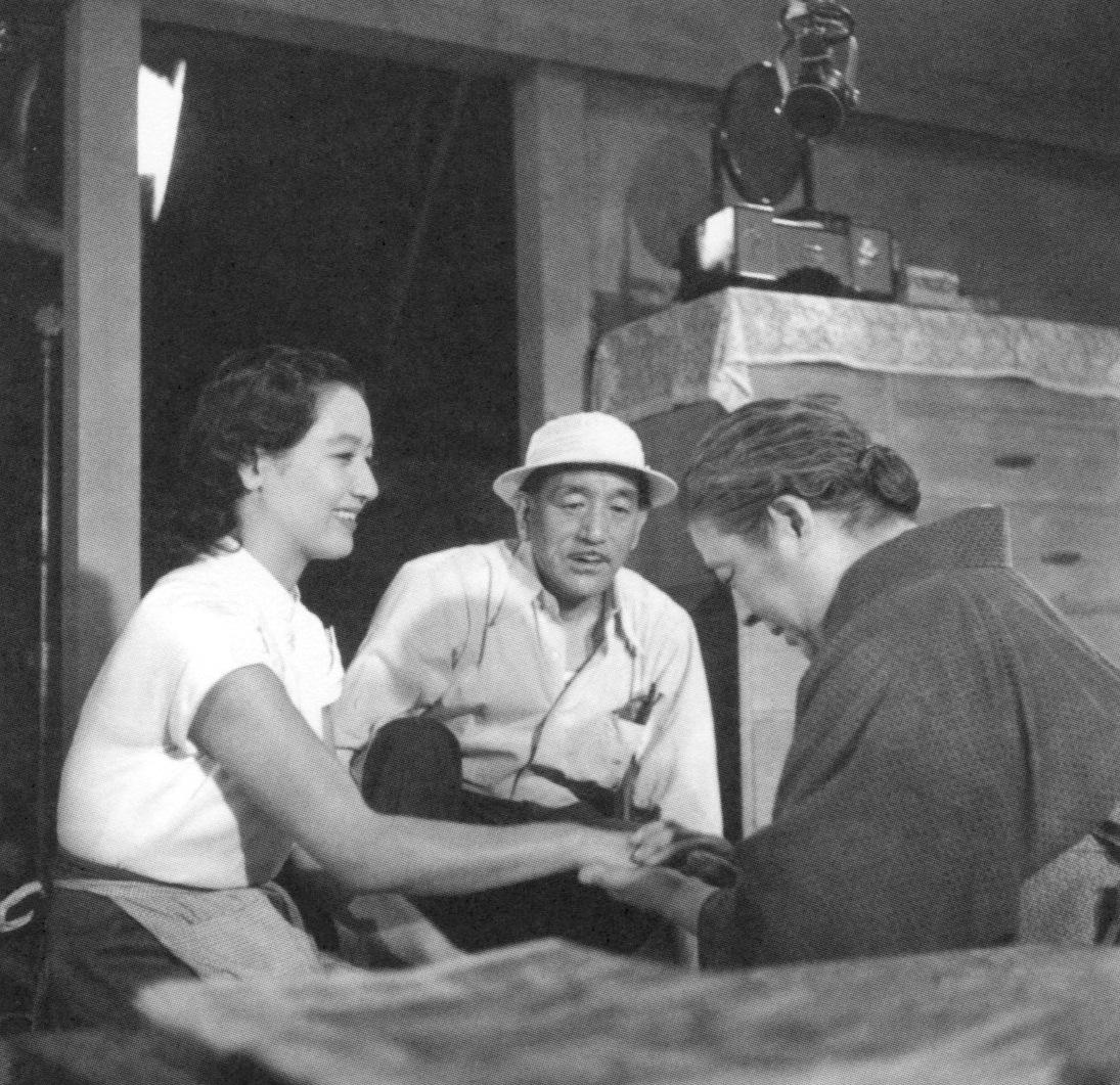 Ozu creyó en el cine por encima de todo, apoyándose en la materia prima que más conocía: su propia vida y su mirada.