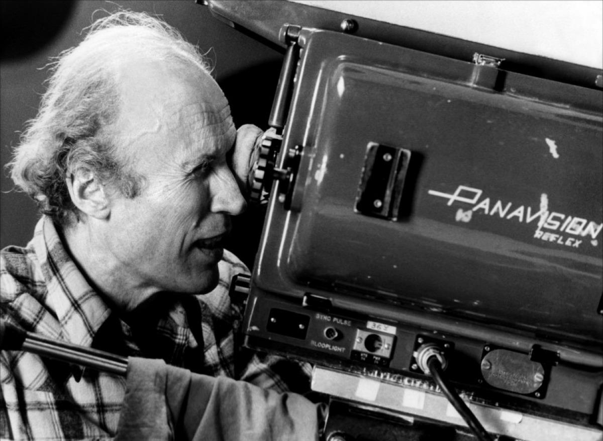 """Eternamente joven cineasta francés, cuando """"sólo contaba"""" 89 años de edad llenos de observación, actitud moral ante la vida y arte de contar sin aparente esfuerzo el milagro de lo cotidiano."""