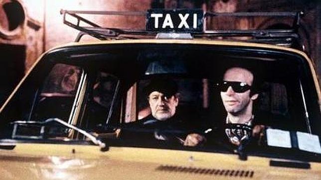 Interesante película cuya trama se desarrolla en los trayectos de taxi en cinco ciudades diferentes, cinco historias independientes que solo tienen en común que se trata de la misma noche.