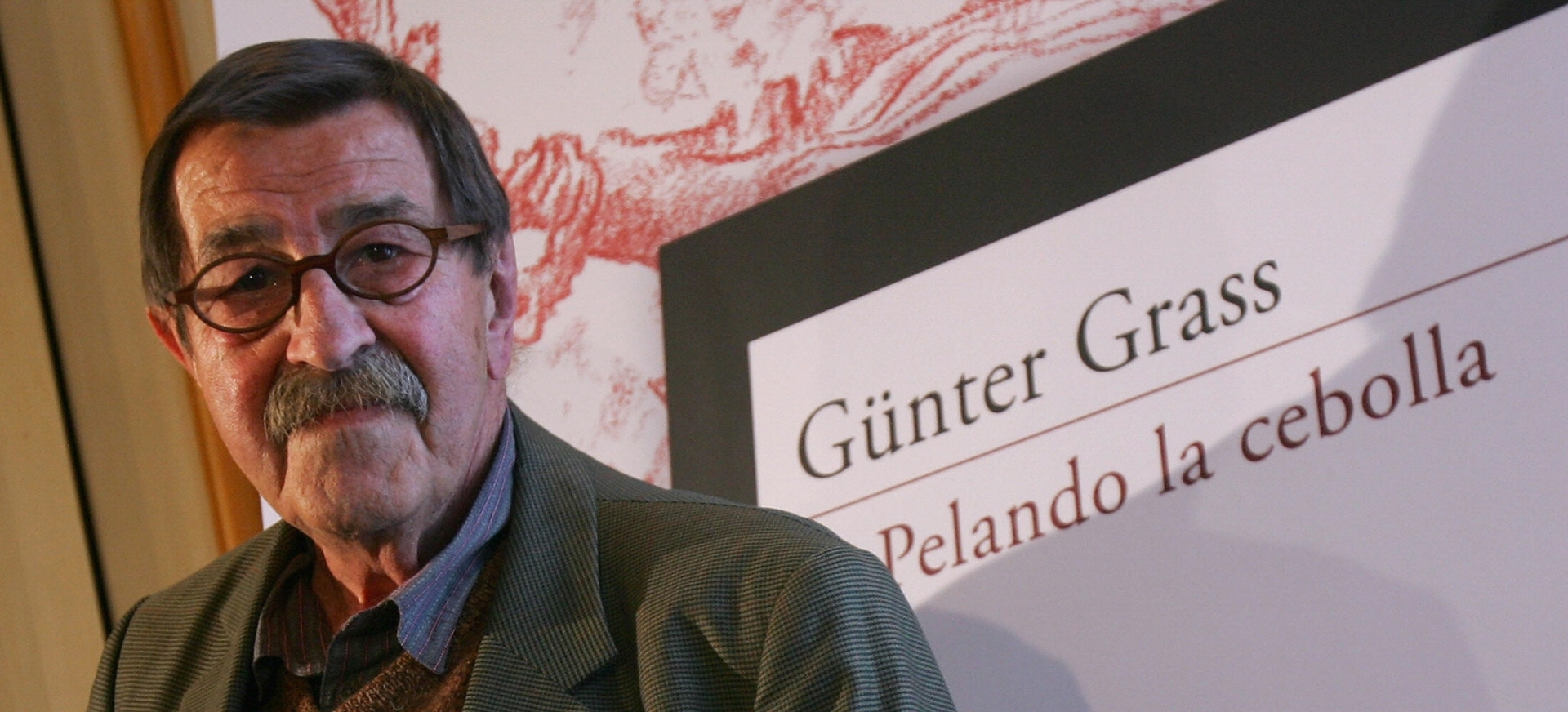 Günter Grass y su libro autobiográfico. (Foto tomada de mascultura.mx).