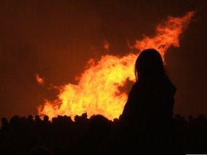 El rito del fuego. (Foto: datuopinion.com).