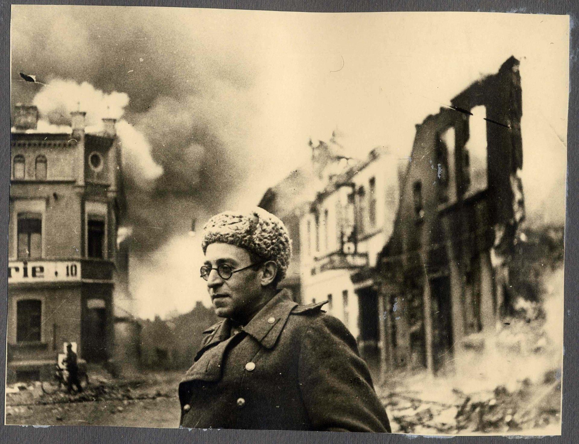 El escritor ruso Vasily Grossman, autor de Vida y destino, en Alemania, 1945. (Foto tomada de grossmanweb.eu).