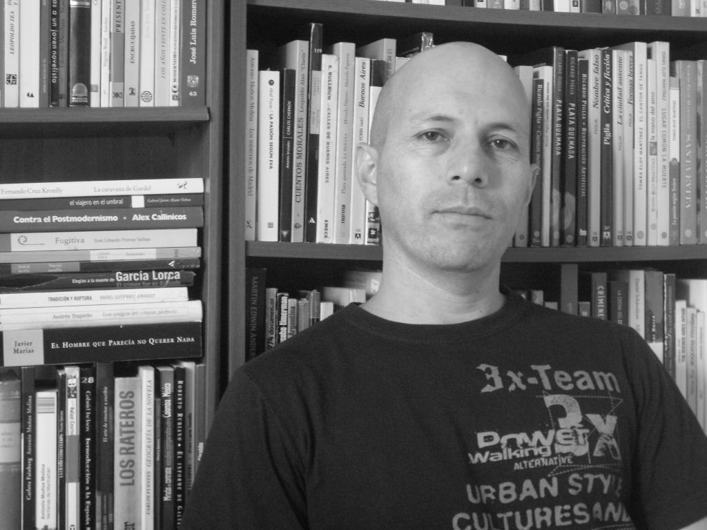 El escritor Rigoberto Gil Montoya.