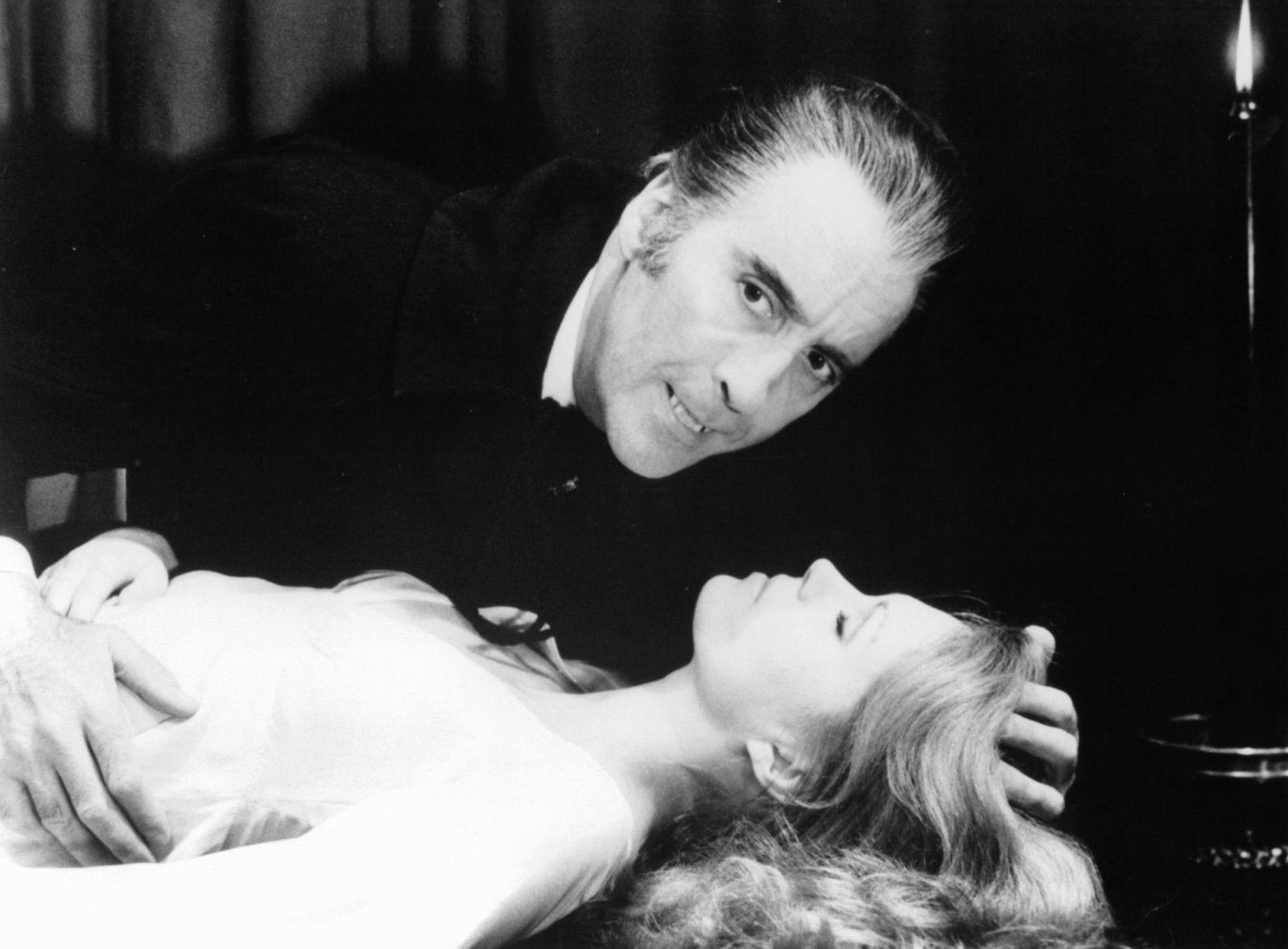 Christopher Lee como Drácula. Foto: esquire.com.
