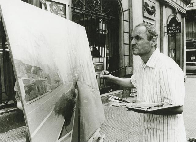 El pintor español Antonio López, pintando en la Gran Vía.