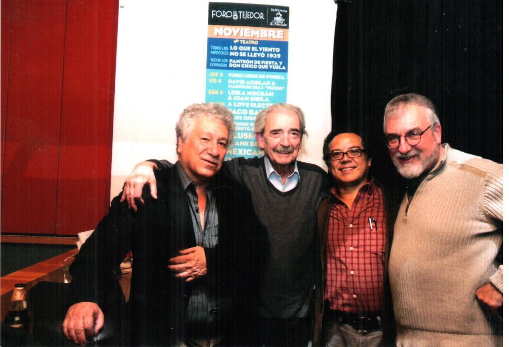 De izquierda a derecha los poetas: Juan Manuel Roca, Juan Gelman, José Ágel Leyva y Antonio Deltoro. Foto: Pascual Borzelli.