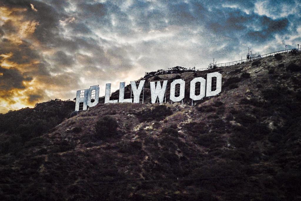 En Hollywood te pueden pagar mil dólares por un beso, pero sólo 50 centavos por tu alma. Marilyn Monroe.