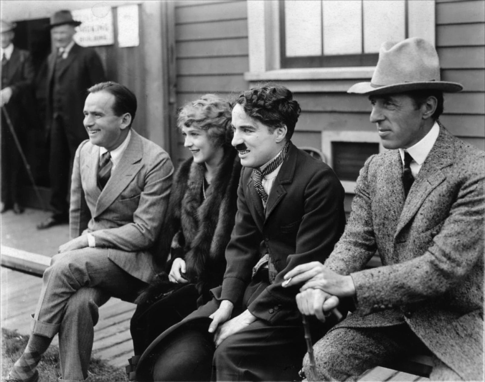 Douglas Fairbanks, Mary Pickford, Charles Chaplin y D. W. Griffith: Cuando los locos se hacen los dueños del manicomio llamado United Artists.