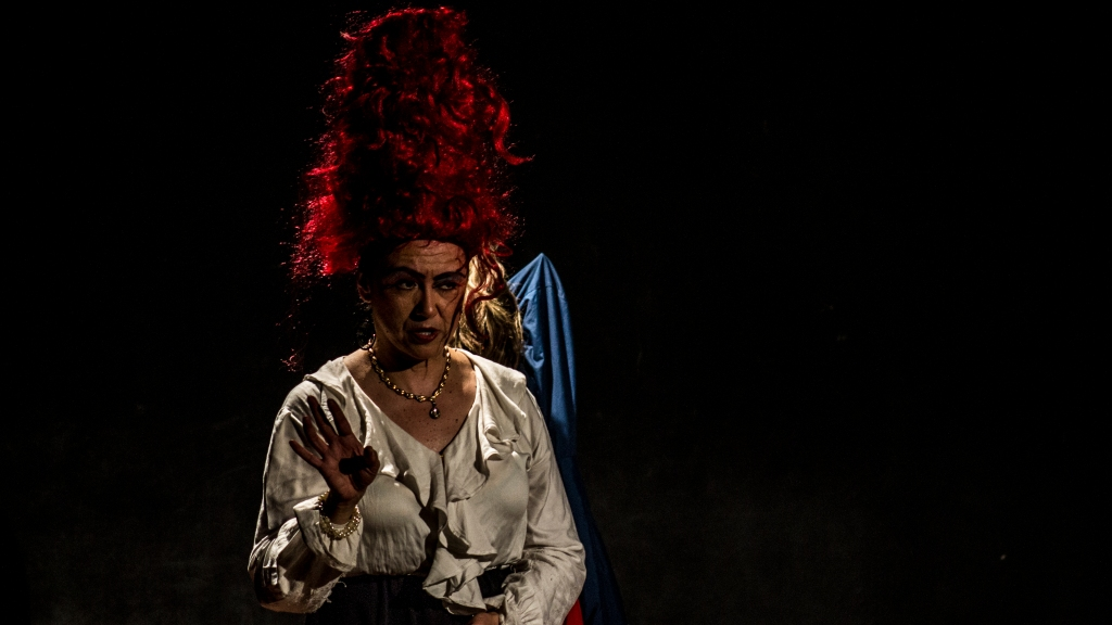 'Maté a mi madre a cacerolazos y envenené a mi bebé por la cochina plata'. Teatro Ditirambo. Foto por Andrés Felipe Rivera