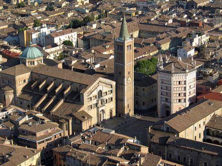 Duomo e battistero di Parma. Ciudad donde se desarrolla mayormente la novela.