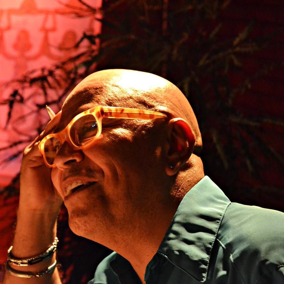 El poeta Patricio Torne. Foto de su archivo particular.