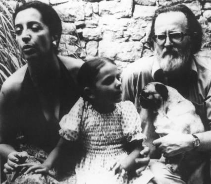 """""""Lagartija sin cola"""", una novela que José Donoso abandonó cuando se enteró, en España, del golpe de Estado en Chile. Luego, impedido por la pobreza, vendió la novela a la Universidad de Princeton y se concentró en la escritura de """"Casa de campo"""". Su hija, Pilar, recuperó la novela y gestionó su publicación."""