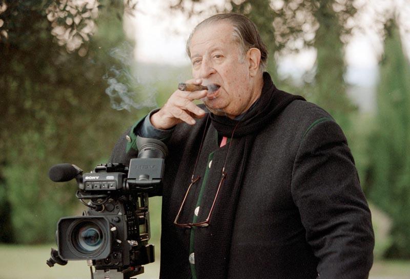 En una ocasión le preguntaron al pintor y cineasta experimental estadounidense Andy Warhol quién era el peor cineasta italiano, y su respuesta no se hizo esperar: Tinto Brass, y si me preguntan cuál es el mejor de los cineastas italianos, también diría que es Tinto Brass.