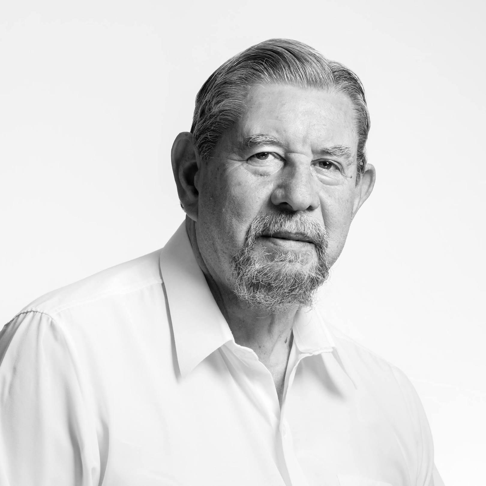 El poeta colombiano José Luis Díaz-Granados. Fotografía de Joaquín Puga.