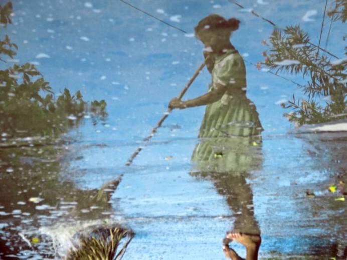 la-nia-barrendera-the-sweeper-girl-1