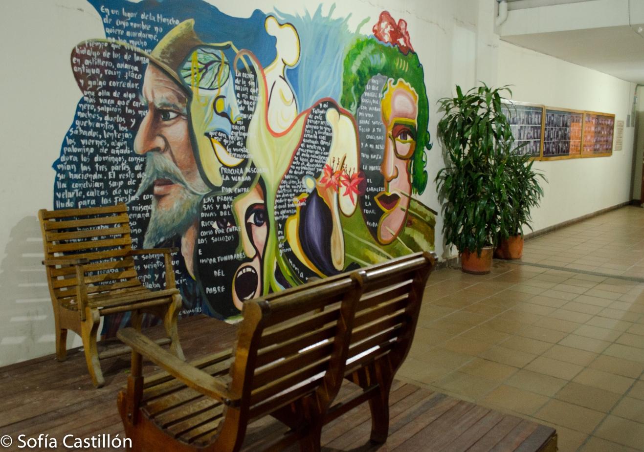 Entrada de la Casa de la Cultura, Municipio de El Santuario. Mural en la pared.